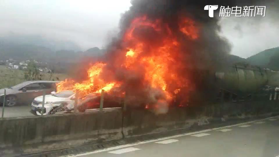 突发!清连高速北行阳山路段发生惨烈交通事故 数车相撞起火!