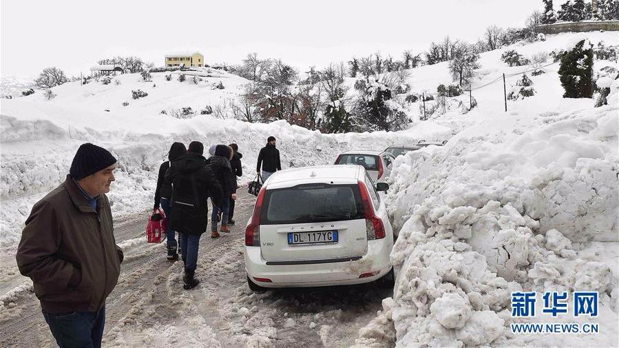 意大利中部地震引发雪崩 一山区宾馆被埋多人遇难