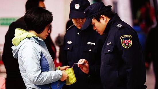 西安母女地铁逃票 同刷一张学生卡被罚