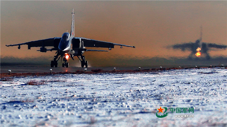 开演了!驻疆航空兵组织大场次跨昼夜飞行