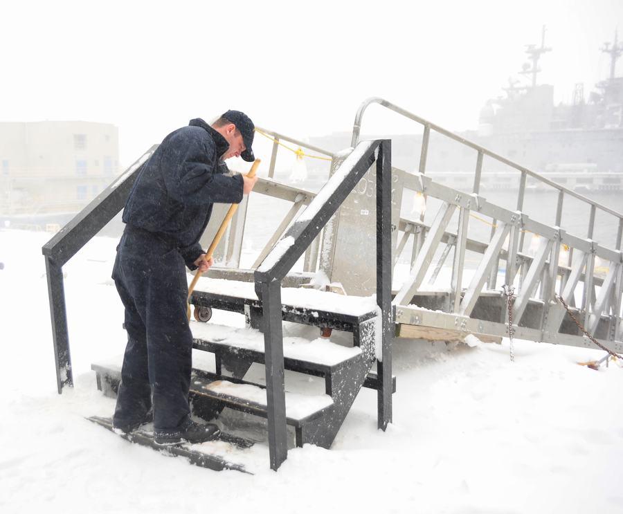 组图:航母上经历一场大雪什么感觉【9】