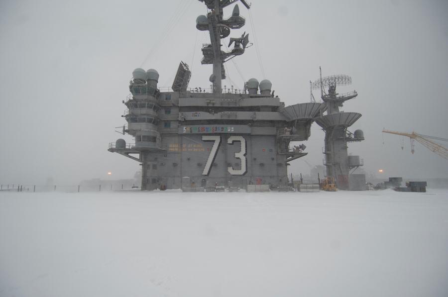 组图:航母上经历一场大雪什么感觉