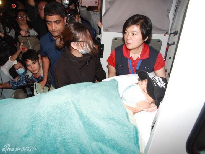 刘德华脊骨也受伤要吃止痛药 需休养3个月