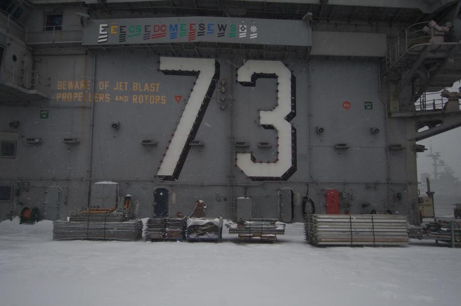 组图:航母上经历一场大雪什么感觉【7】