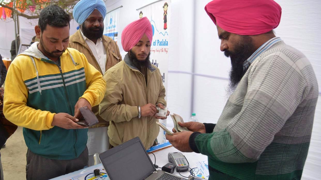 印度人连取钱都要验指纹了 引发公民隐私担忧
