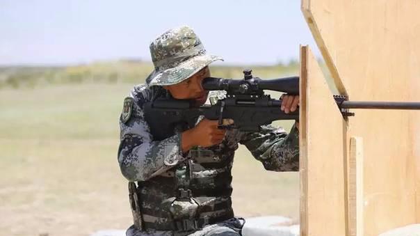 """中国90后""""特战兵王"""":一枪射中120米外5毫米电线"""