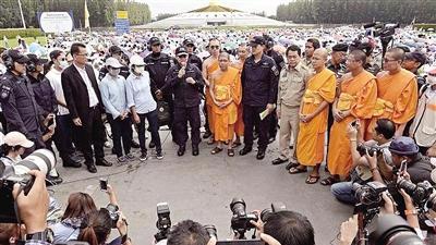 """泰国总理授权搜查""""最富佛寺"""" 法师涉洗钱超2.7亿"""