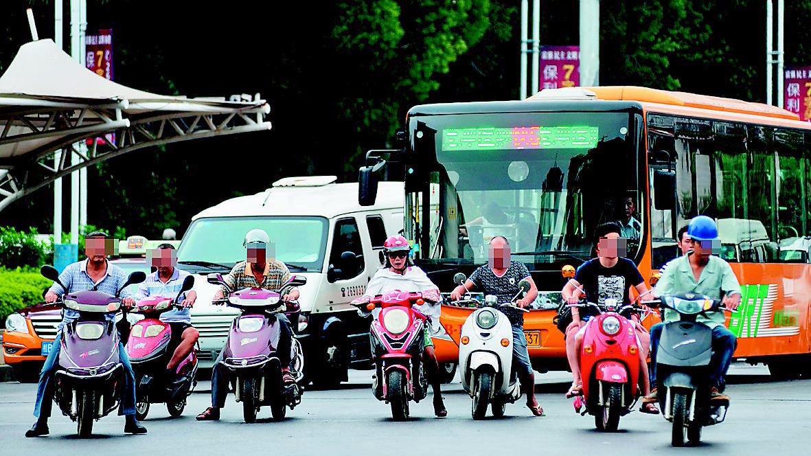 """西媒称中国电动自行车成马路""""霸王"""":逆行无度"""