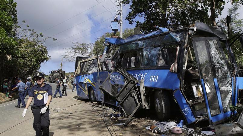 菲律宾北部发生重大交通事故 至少14人死亡