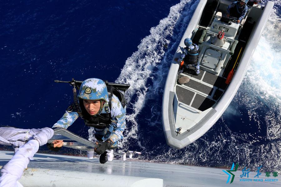 中国海军南海舰队远海训练编队进行武力营救演练