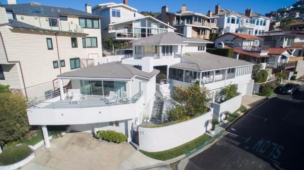 """""""股神""""巴菲特豪宅1100万美元出售,46年房价翻73倍"""