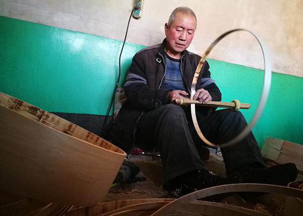"""【网络媒体走转改】浑源农民小笼箩""""编""""出大幸福"""