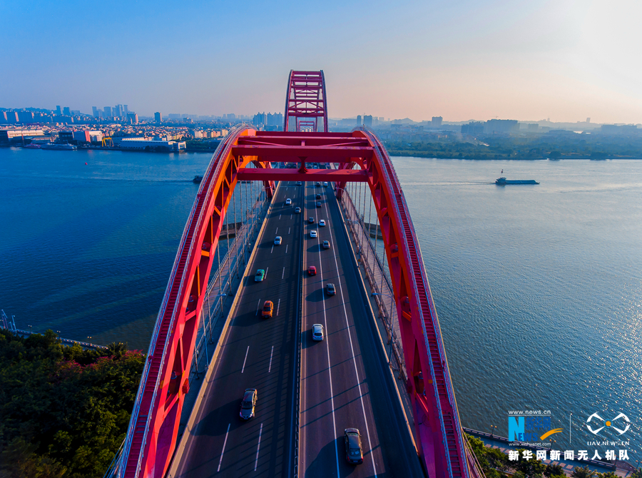 """【""""飞阅""""中国】航拍广州新光大桥——珠江腾飞而起的"""