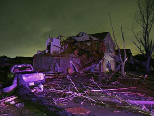 强风暴侵袭美南部平原 致4人死亡25万居民停电
