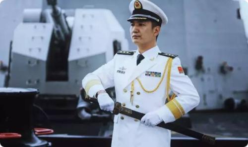 中国海军首次举行授剑仪式 剑与剑柄长度有内涵