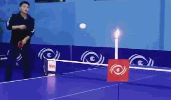 太牛啦!前国手花式乒乓指哪打哪 球走180度进纸杯