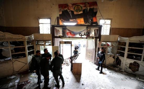 外媒:美军对叙利亚一学校发动空袭 33名平民身亡