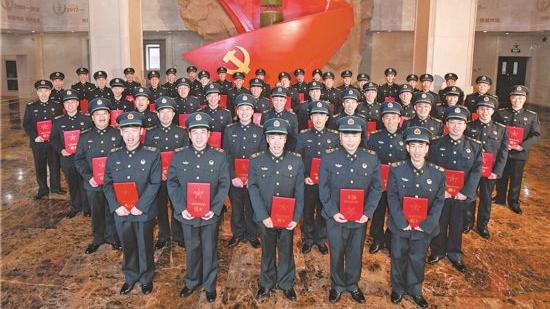 火箭军51名一级军士长授衔 都是专业技术达人