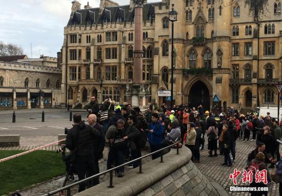 伦敦恐袭致5死40伤欧美多国慰问 巴黎铁塔关灯悼念