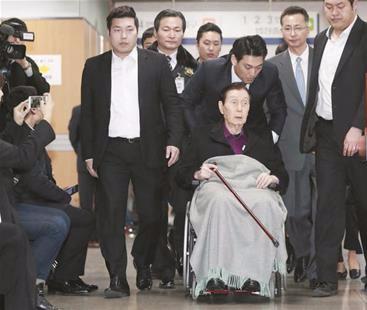 94岁乐天集团创始人被家人指控 大闹听证会