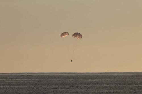 龙飞船结束太空之旅 载2.5顿废料成功降落太平洋