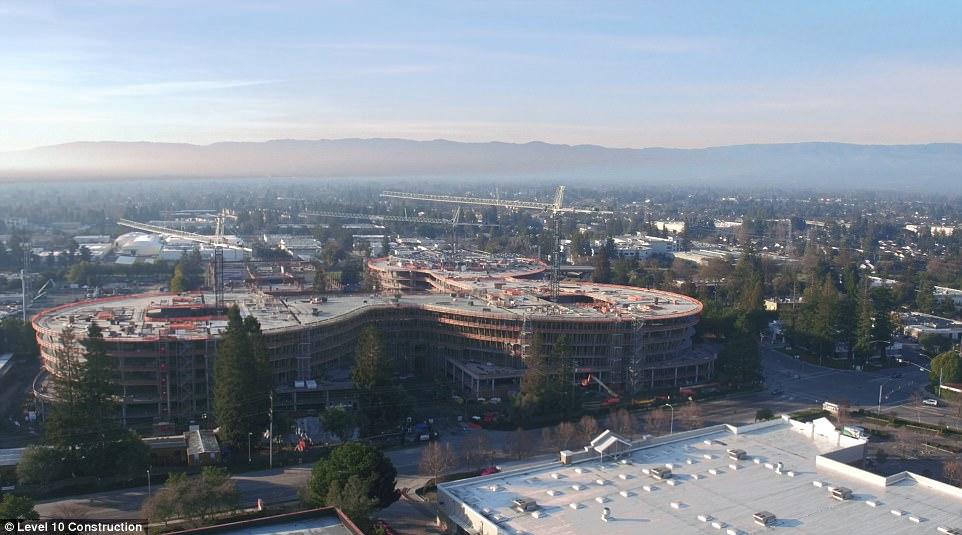 AC3的建设公司之一Level 10正在园区东南角建设一处7层的停车处。