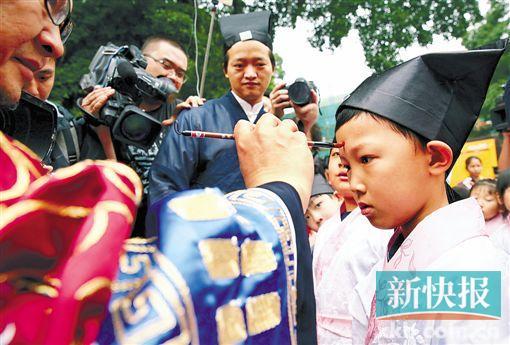 广州荔枝湾民俗文化节开幕 今天还有北帝巡游