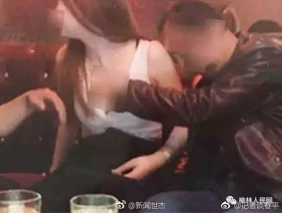曝陕西一村主任不雅照 KTV多张