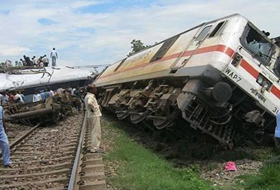 印度一辆列车脱轨导致36人受伤 10人伤势严重