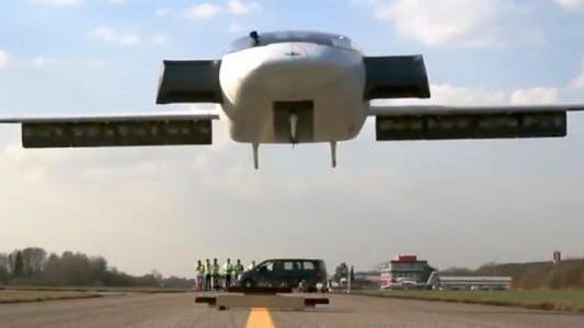 Lilium垂直起降电动飞机完成首次试飞