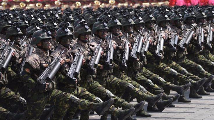 朝鲜举行阅兵式