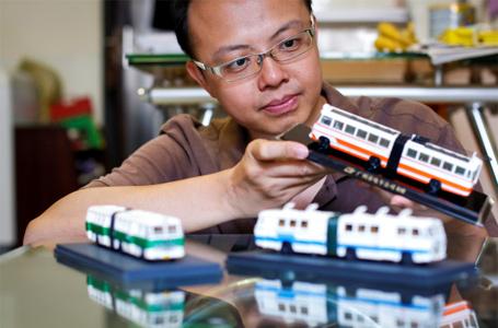 """80后广州仔追拍巴士近30年 编出广州巴士""""族谱"""""""