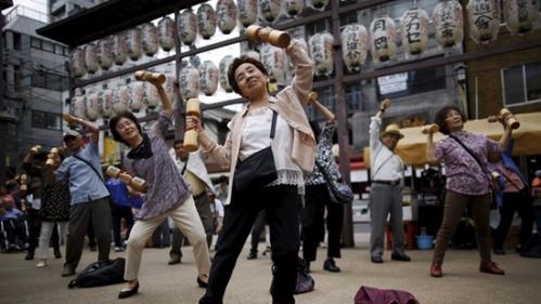 日本人口2065年或跌破一亿 少子老龄化趋势不变