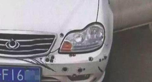 私家车车身布满