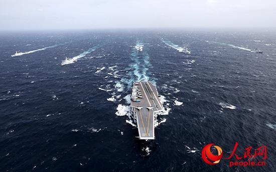 中国海军航母编队在远海大洋乘风破浪.张凯 摄
