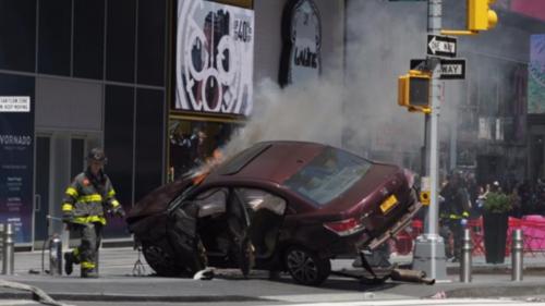 纽约时报广场发生汽车撞人事件致1死22伤