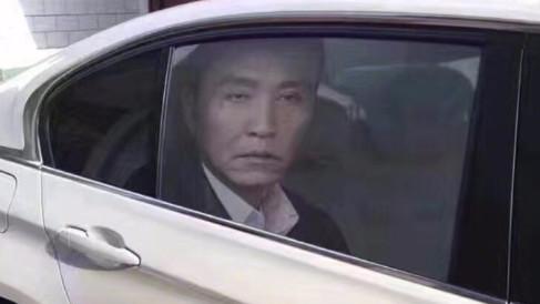 达康书记的车窗贴膜太逼真 半夜看到会吓一跳