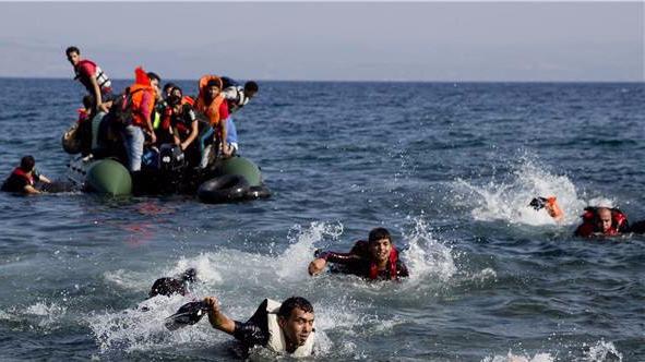地中海难民船失事致200人坠海34人遇难 包括幼童