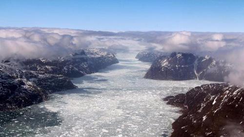 """NASA""""冰桥行动""""照片展示格陵兰岛融冰景观"""
