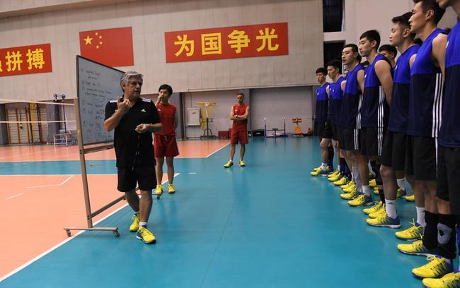 中国男排出征世界联赛14人确定 耿鑫张晨无缘
