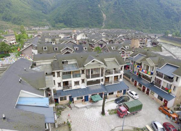 重访汶川震中映秀镇 小洋房密密麻麻整齐排列