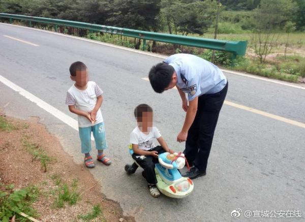 幼童公路上