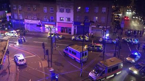 英国伦敦一货车在清真寺附近撞伤多人 1人被逮捕