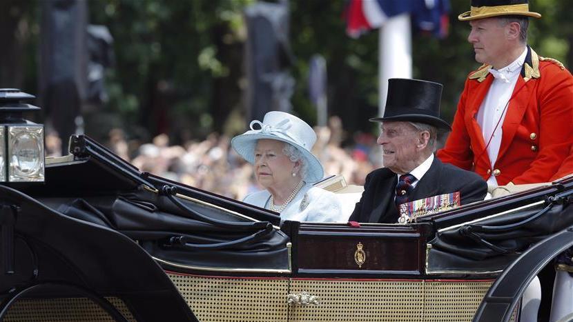 """英女王91岁生日官方庆典举行 吁""""哀伤中团结"""""""