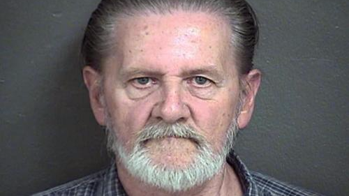 为摆脱妻子抢银行 美70岁男子被判处居家监禁