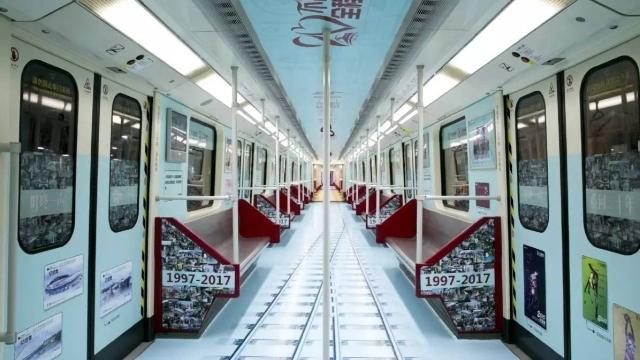 """广州地铁庆祝20岁生日 最老列车变身""""回忆专列"""""""