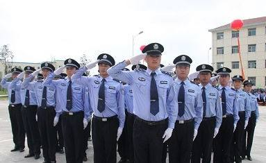 中山警察爸爸因公牺牲 女儿接班穿上警服