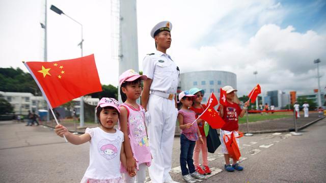 """20年,驻港军人在香江留下这样的""""香港烙印"""""""