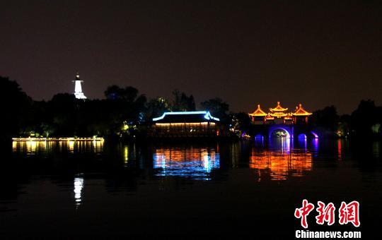 """扬州瘦西湖开启夏日夜游五亭桥畔看""""大月亮"""""""