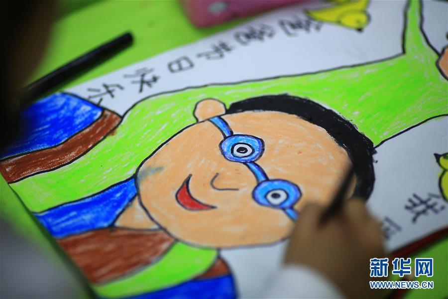 父亲节将至:萌娃画出自己心中的父亲形象